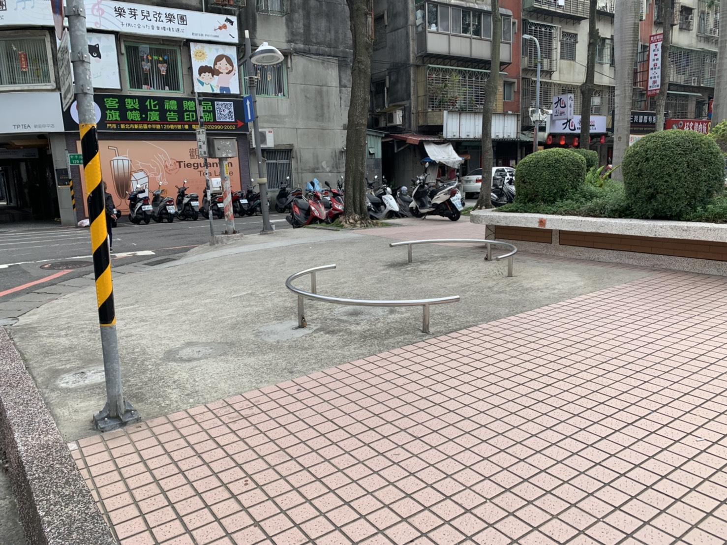 廣場連接馬路坡道